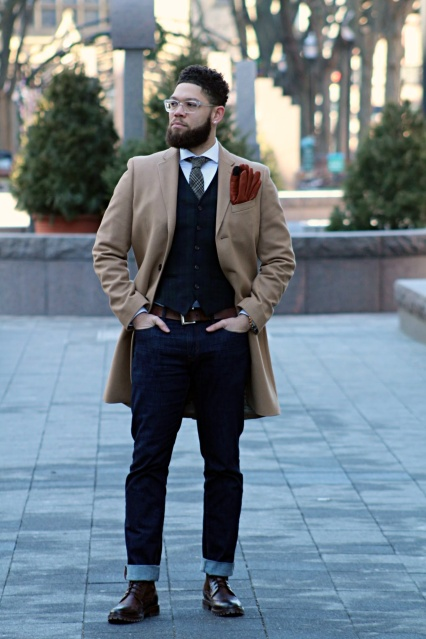 Quarter length coat with 3-button closure